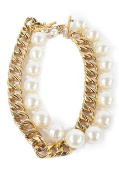 Feeling bold? Mix it up with chunky jewelry!  [WGACA Chanel   Chanel Large Pearl Necklace   Alene Too]