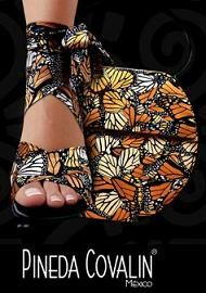 Love her bags.bright and cute. Butterfly Shoes, Butterfly Fashion, Mexican Design, Mexican Style, Folk Fashion, Womens Fashion, Female Fashion, Estilo Popular, Mexican Home Decor