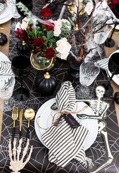 Set an enchanting Halloween tablescape with tips and tricks for recreating the look for your own Halloween dinner party! Christmas Party Activities, Christmas Party Themes, Holiday Fun, Christmas Foods, Holiday Decor, Halloween Table Settings, Thanksgiving Table Settings, Halloween Decorations, Table Decorations