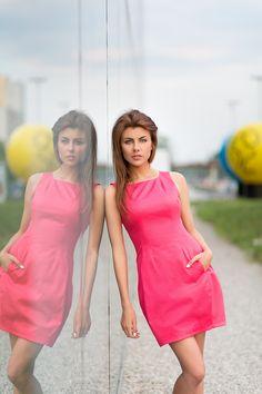 Sukienka bombka z marszczeniem przy dekolcie, kolor różowy. Bubble dress with crease on the cleavage, in pink color. http://www.bee.com.pl/e-sklep/