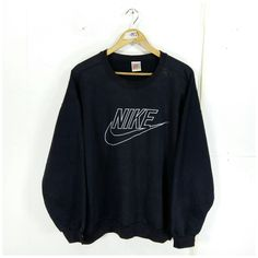Nike Pullover, Air Jordan Pullover, Pullover Outfit, Nike Outfits, Teen Fashion Outfits, Retro Outfits, 90s Fashion, Cute Lazy Outfits, Teen Fashion