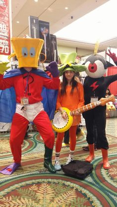 robot-babe:  HAPPY WANDER WEDNESDAY FROM MY FRIEND [Something The So And So], MY LITTLE SISTER [Wander] and ME. [Commander Peepers].  Had someone take this for us at Holiday Matsuri 2015~  I made the head piece for teapot man and my commander head piece and Wanders hat.