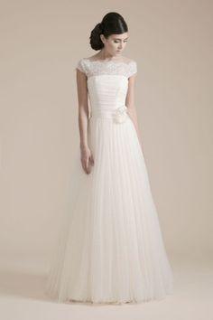 wedding dress by couture hayez http://weddingwonderland.it/2015/07/couture-hayez-la-leggerezza.html