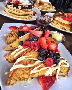 10 Delicious French Toast Recipes For Tomorrow's Breakfast I Love Food, Good Food, Yummy Food, Tasty, Food Goals, Aesthetic Food, Yummy Eats, Food Cravings, Clean Eating Snacks