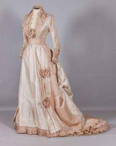 1870s Fashion, Edwardian Fashion, Vintage Fashion, Wedding Dress Bustle, Bustle Dress, Wedding Dresses, Antique Clothing, Historical Clothing, 1800s Clothing