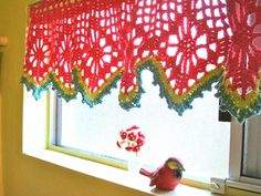Love this crochet valance! Free crochet pattern.