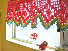 Love this crochet valance! Free crochet pattern.