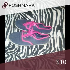 Pink flats Navy Blue and pink flats gently worn still in great condition. only worn maybe 2 times. They are a small 6-7 shoe size No Brand Shoes Flats & Loafers