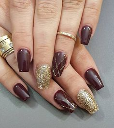 This is a lavish manicure. Although there is no New Year symbols gold color is sufficient for your nails to be glamorous and shine in all its glory.