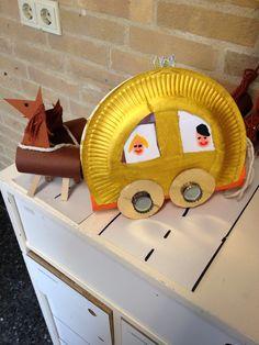 carrosse fait avec assiette, carton, rouleau et épingles à linge