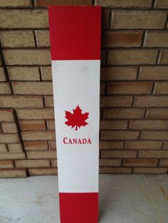 Flag Signs, Diy Signs, Diy Projects To Try, Craft Projects, Craft Ideas, Canada Day Crafts, Canadian Things, Sign Boards, Backyard Hammock