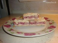 Sypaný tvarohový koláč s jahodami - Recept Pancakes, Dairy, Cheese, Breakfast, Food, Morning Coffee, Essen, Pancake, Meals