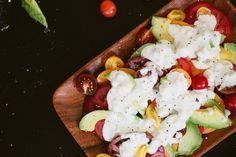 Tosty pomidorowe z masłem bazyliowym - ciekawy pomysł na śniadanie ! ;o)