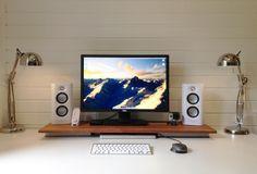 minimalist's desk - white speakers