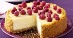 New York Cheesecake - my favourite kind! a creamy, tangy baked cheesecake - a Big Apple classic! Small Cheesecake Recipe, New York Baked Cheesecake, Classic Cheesecake, No Bake Cheesecake, Cheesecake Recipes, Simple Cheesecake, Homemade Cheesecake, Raspberry Cheesecake, Cheesecake Classique