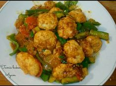 Tumis bakso Ayam asam manis Kung Pao Chicken, Barbecue, Ethnic Recipes, Food, Red Peppers, Barbecue Pit, Bbq Grill, Eten, Meals