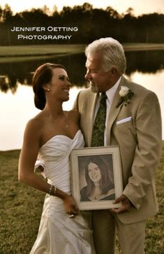 i wanna do this. with a pic of Daddy in my hands with my mom and my sissy. ~ and a pic of mom and dad on their wedding day, with bobby holding a pic of his parents too. Sister Wedding Pictures, Wedding Picture Poses, Wedding Photography Poses, Wedding Pics, Dream Wedding, Wedding Day, Trendy Wedding, Photography Ideas, Wedding Dresses