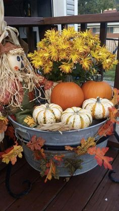 25 DIY Thanksgiving Decorations for Home to try this year! Check these cheap and easy rustic Thanksgiving decorations table, for porch, for outdoor. Best ideas for kids to take part in DIY Thanksgiving party! Rustic Thanksgiving, Thanksgiving Decorations, Halloween Decorations, Fall Decorations, Thanksgiving Crafts, Adornos Halloween, Fete Halloween, Halloween Costumes, Ghost Costumes