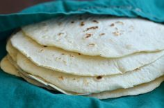 Homemade Flour Tortillas 3 cups flour 2 teaspoons baking powder 1 heaping teaspoon salt 5 Tablespoons shortening, cut up into sections (or use lard, softened butter, olive oil) to 1 cup warm water click picture for recipe Mexican Cooking, Mexican Food Recipes, Real Food Recipes, Homemade Flour Tortillas, Good Food, Yummy Food, Tortilla Recipe, Food Staples, Yummy Drinks
