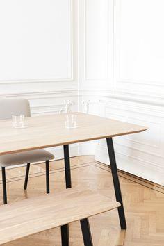 Designmeubels voor bij je thuis | Studio HENK #studiohenk #collectie #designtafel #eettafel #tafel #eettafelbank #bank #customizable #samenstellen #eikenhout #staal #natuurlijkematerialen #minimalistisch #esthetisch #functioneel #inspiratie #interieur #meubels #design #ontwerpstudio #creativestudio #amsterdam Living Room Inspiration, Interior Styling, New Homes, Dining Table, House, Furniture, Home Decor, The Hague, Interior Decorating