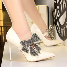 Dr Shoes, Shoes Sandals, Shoes Sneakers, Yeezy Shoes, Nike Shoes, Bridal Shoes, Wedding Shoes, Tie Heels, Prom Heels