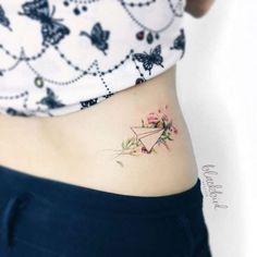 20 amazing travel-inspired tattoos you'll want Mini Tattoos, Flower Tattoos, Body Art Tattoos, Small Tattoos, Sleeve Tattoos, Cool Tattoos, Tatoos, White Tattoos, Arrow Tattoos