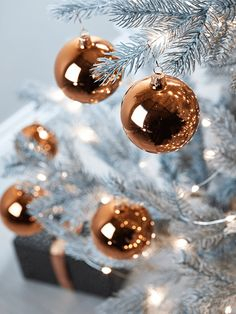 Add a touch of opulence to your festive tree with our set of six hand blown copper baubles. Made from quality glass with a high shine finish, each of our striking copper baubles features a matching copper loop top for adding string or raffia. Team with our Copper Bauble Hooks and hang from our Fabulous Frosted Fir Tree.
