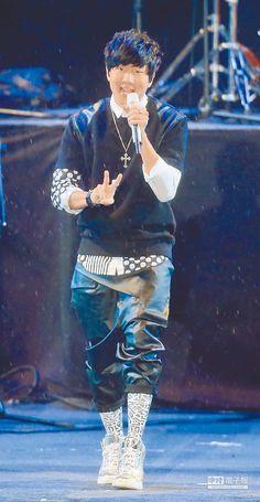 【林俊傑鍍金3個月 夯撈3000萬】 林俊傑歌聲高亢,很能炒熱氣氛。(粘耿豪攝)