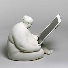 Una exquisitez ¿quién no quisiera tenerla en su escritorio? Diseñada por Scott Eaton para Venus of Cupertino.