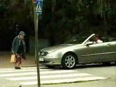 Esta Abuelita Le Enseñó La Lección De Su Vida A Este Arrogante Conductor - Nunca subestimes a los ancianos, por que siempre tienen algo nuevo que enseñarte. En tan sólo unos segundos, ésta abuelita le da la lección se su vida a este arrogante conductor cuando golpea su carro y ¡ve lo que sucede! youtube Original: UpSocl // #REF, #¡OMD!=OhMiDios=OhMyGod(perohablamosespañol) http://www.vivavive.com/esta-abuelita-le-enseno-la-leccion-de-su-vida-este-