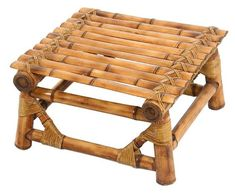 Banquinho produzido em bambu pela Kotton Futons. Preço sugerido: R$ 190,00.