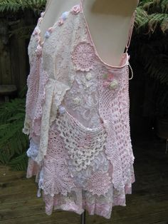 Another revamped tank top Upcycled Clothing, Lace Clothing, Unique Clothing, Clothing Ideas, Unique Outfits, Vintage Outfits, Kinds Of Clothes, Clothes For Women, Boho Chic