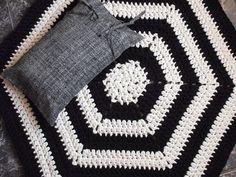 Crochet rug  housewares  Free shipping by NavitrineShop on Etsy, €150.00