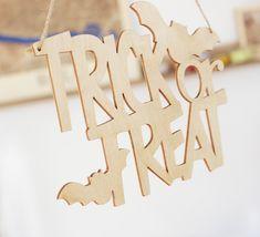 "Nápis dekoračný ""Trick or Treat"" :: interess. Trick Or Treat, Place Cards, Place Card Holders, Treats, Halloween, Sweet Like Candy, Goodies, Sweets, Snacks"