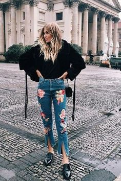 How to Wear Embroidered Embroidered Jeans Outfits Street Style Outfits, Looks Street Style, Denim Outfits, Casual Outfits, Cute Outfits, Fashion Outfits, Floral Outfits, Floral Jeans Outfit, Beautiful Outfits
