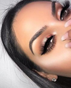 Eye makeup will greatly enhance your beauty and also make you look dazzling. Learn how to begin using makeup products so that you can easily show off your eyes and impress. Learn the most effective ideas for applying make-up to your eyes. Makeup Goals, Makeup Inspo, Makeup Tips, Makeup Ideas, Makeup Geek, Makeup Tutorials, Makeup Products, Beauty Makeup, Beauty Products