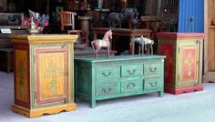 Green painted chest and horses Green Furniture, Recycled Furniture, Furniture Upholstery, Home Decor Furniture, Furniture Projects, Vintage Furniture, Furniture Decor, Painted Furniture, Green Chest Of Drawers