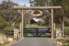Interior Design of a Contemporary Cape Cod Residence in Montecito, CA by Ann James and Associates Interior Design Farm Entrance, Driveway Entrance, Entrance Ideas, Gate Ideas, Farm Gate, Fence Gate, Fences, Vintage Wedding Backdrop, Driveway Design