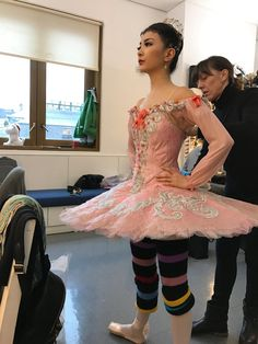 Korean dancer Yuhui Choe getting ready to dance as Aurora - Sleeping Beauty Ballet Wear, Ballet Tutu, Ballet Dancers, Ballerinas, Sleeping Beauty Ballet, Aurora Sleeping Beauty, Ballet Costumes, Dance Costumes, Sarah Lamb