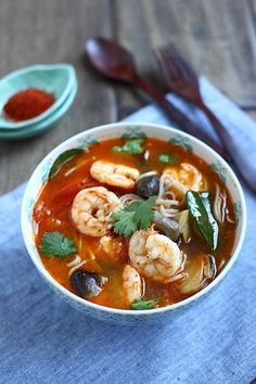 Rasa Malaysia's super-simple recipe has you add lemongrass, kaffir lime, galangal, tomato, shrimp, mushrooms, and roasted chili paste to boiling water. Once the shrimp is cooked, add fish sauce, chili powder, and lime juice. Then you'll combine with cooked noodles. http://rasamalaysia.com/tom-yum-noodle-soup/2/