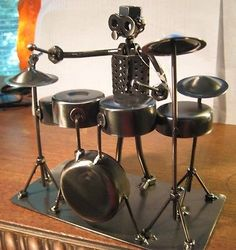 NUTS & BOLTS METAL DRUMMER FABRICATED FIGURINE ROCK N ROLL DRUM ART SCULPTURE