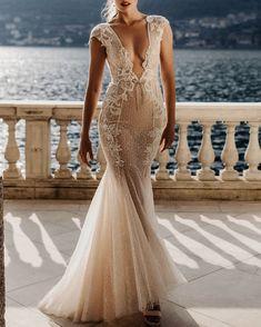 Berta Privée | No. 6 #bertaprivée #fashion #moda #dress #vestido #gown #weddingdress #whitedress #bride #bridal #vestidodenoiva #vestidobranco #whitegown Mermaid Wedding, Wedding Gowns, Formal Dresses, Posts, Fashion, Homecoming Dresses Straps, Dresses For Formal, Moda, Bridal Gowns