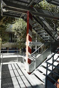 """#Escalera de #acero en las viviendas """"Nemasus"""" de Jean Nouvel. Fotografía cortesía de LeonL: http://www.flickr.com/photos/leonl/  #stairs #steel"""