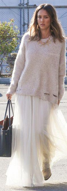 Who made  Jessica Alba's white tulle maxi skirt and black tote handbag?