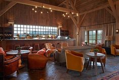 Visitors to Soho Farmhouse in Great Tew, Oxfordshire can experience rustic rural living in the English countryside with five-star services. This exclusive retreat operated by Soho House & Co is a private members' club and country hotel. Farmhouse Restaurant, Farm Restaurant, Restaurant Design, Interior Garden, Cafe Interior, Interior Design, Pub Design, House Design, Library Design