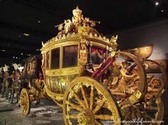 Ever wondered what it was like to travel in style during the time of Louis XIV? A fabulous new exhibition at the Museum of Fine Arts, Arras displaying carriages, sedan chairs, sleighs and art on loan from the Chateau de Versailles, will show you. Louis Xiv, French Royalty, The Royal Collection, Palace Of Versailles, French History, Royal Life, Horse Drawn, Museum Of Fine Arts, Marie Antoinette