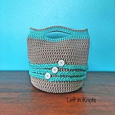 This fast and free crochet pattern makes a modern cotton tote bag. Use it as a purse or tote to carry around the essentials! Made with Bernat Maker Home Dec yarn