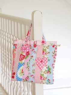 What could be nicer than a squashy padded patchwork bag to carry your sewing projects around in? This gorgeous bag is made using a jelly roll of fabric, but you could just cut the strips from fabric in your stash if you prefer. You can also add a few l Patchwork Bags, Quilted Bag, Fabric Bags, Fabric Scraps, Bag Patterns To Sew, Sewing Patterns, Quilting Patterns, Sewing Essentials, Kids Bags