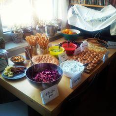 So! Buffet ist zu 90% fertig :D Fehlt nur noch ich.. #halloweenparty #halloween #harrypotter #HarryPotterParty #donuts #salat #uvm #Omnomnom