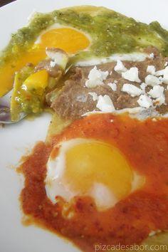 Cómo hacer huevos divorciados {salsa verde y roja} - Pizca de Sabor